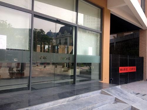 Tại sao nên sử dụng thương hiệu cửa kính tự đóng mở HongMen?