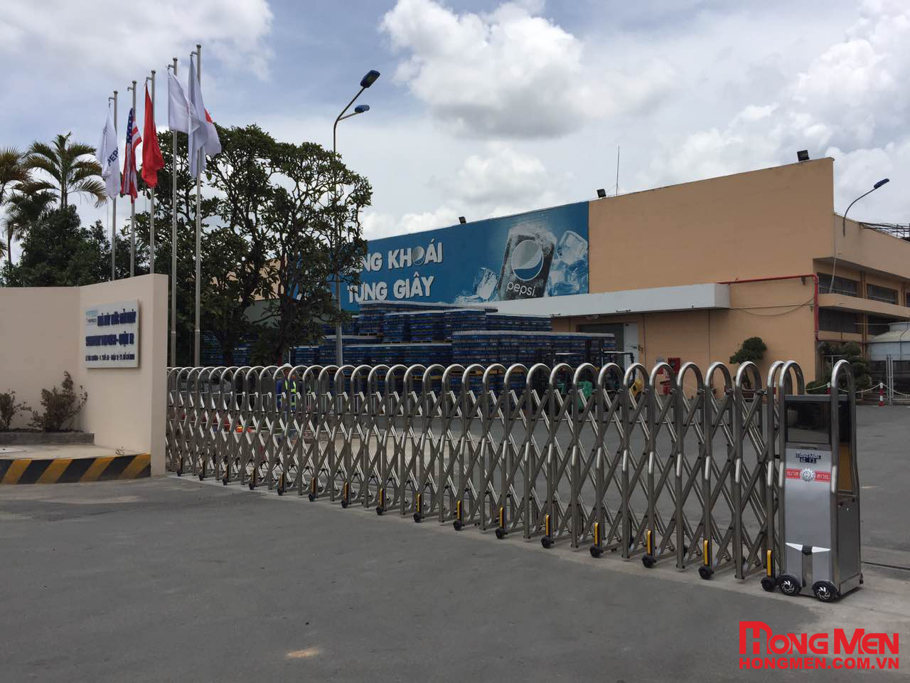 Lắp đặt cổng xếp inox Hồng Môn tại Pepsico Việt Nam