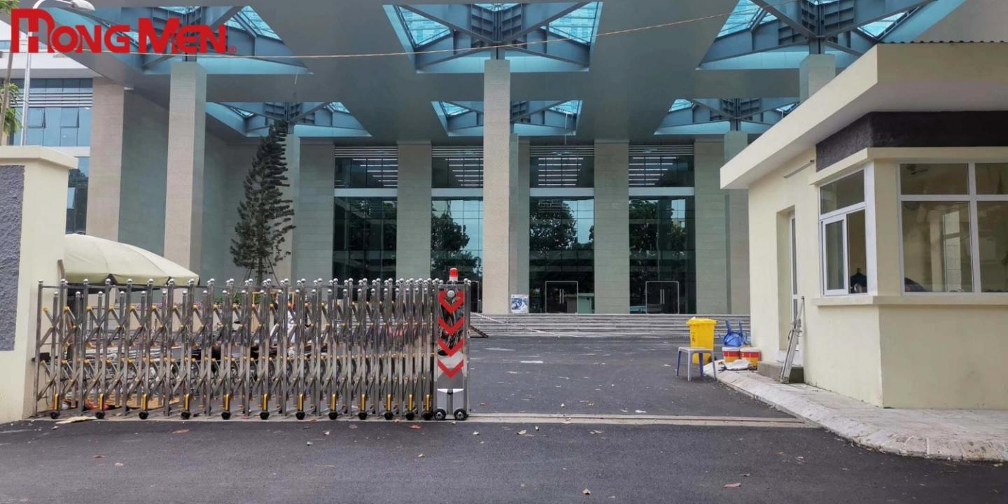 Tổng hợp các mẫu cổng xếp lắp đặt tại Bệnh Viện