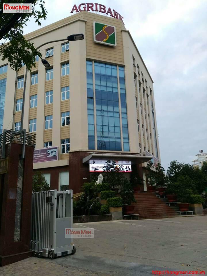Lắp đặt cổng xếp tự động tại Agibank Tân an