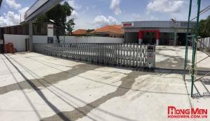 Lắp đặt cổng xếp hợp kim nhôm Showroom Xe Tải Fuso